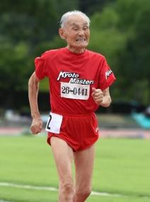 hidekichi-miyazaki-104-ans-court-le-100-metres-le-3-aout_897595_212x286p