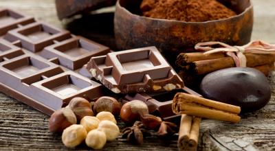 chocolate with ingredients-cioccolato e ingredienti