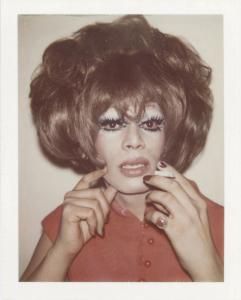 Andy Warhol, Drag Queens 2, 1974, Polaroid, 10,8x8,6 cm, Collezione privata 1