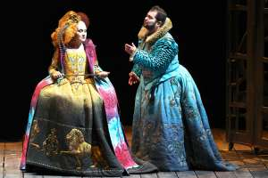 6 regina elisabetta ( silvia tro santafe ) roberto ( celso albelo )