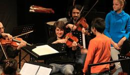 orchestra in gioco- foto di repertorio