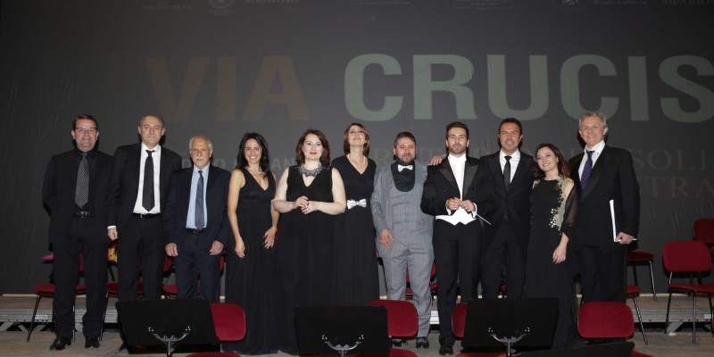 VIA CRUCIS_Team